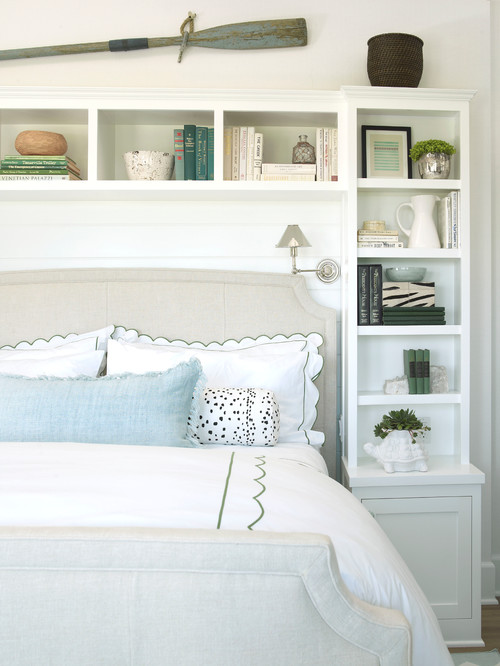 beach inspired bedroom with oar