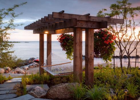 hammock-outside-by-water-decor-beach 5 Ocean-Inspired Outdoor Beach Decor Ideas