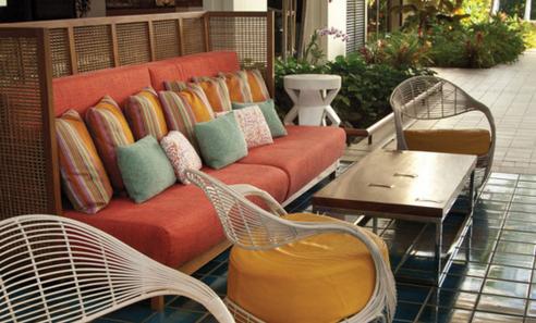 outdoor-colorful-beach-furniture-teak-style 5 Ocean-Inspired Outdoor Beach Decor Ideas