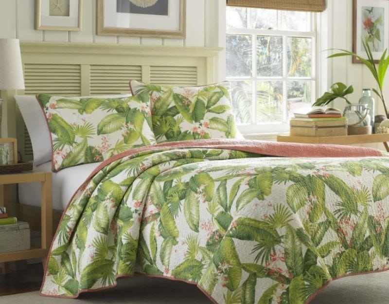 Aregada-Dock-Reversible-Palm-Tree-Quilt-Set-by-Tommy-Bahama-Bedding-800x624 The Best Palm Tree Bedding and Comforter Sets