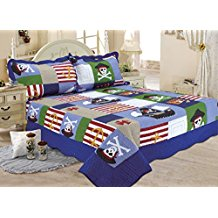 kids-skull-pirate-ship-quilt Best Pirate Bedding and Comforter Sets