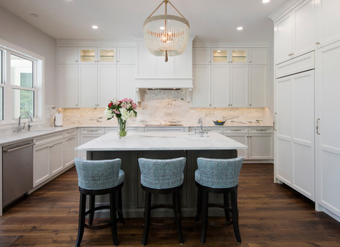 Colonial-Coastal-by-Browdy-and-Browdy 101 Beautiful Beach Cottage Kitchens