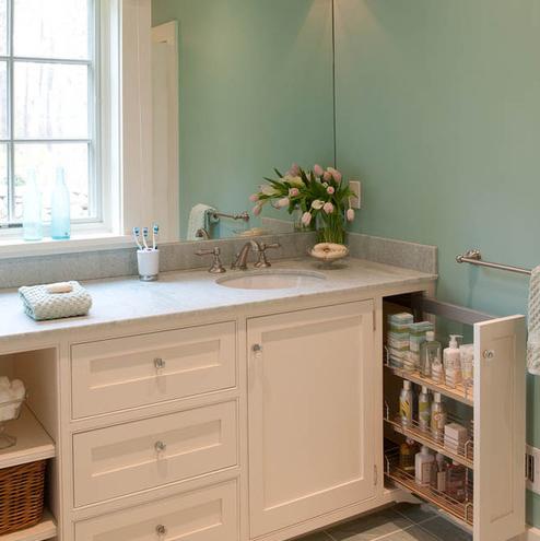 Marthas-Vineyard-Beach-Cottage-by-Elizabeth-Swartz-Interiors 101 Beach Themed Bathroom Ideas