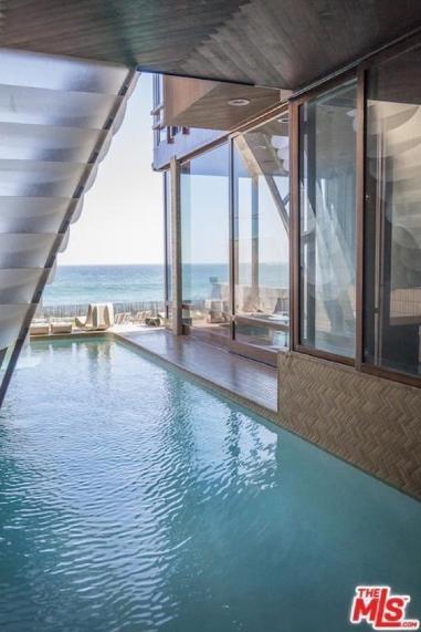 edward-nortons-malibu-beach-home-10 Step Inside Edward Norton's Malibu Beach Home