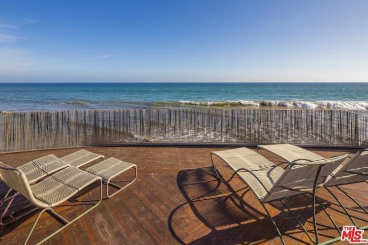 edward-nortons-malibu-beach-home-12 Step Inside Edward Norton's Malibu Beach Home