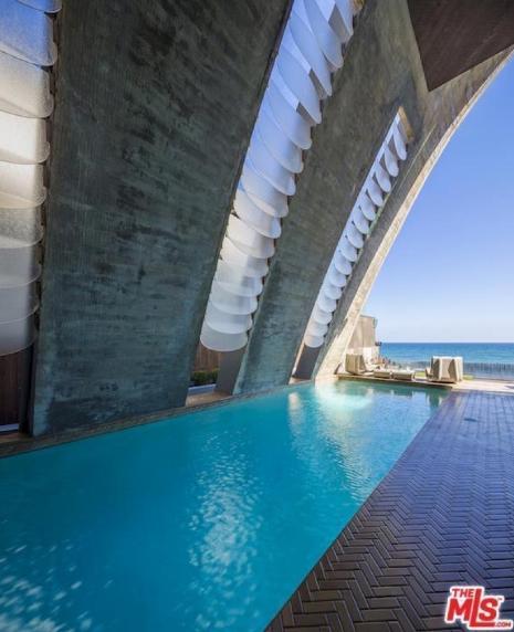 edward-nortons-malibu-beach-home-8 Step Inside Edward Norton's Malibu Beach Home