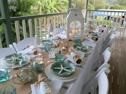 Coastal-Vintage-Christmas-Table-Styling-by-Coastal-Vintage 25+ Beach Christmas Decorating Ideas