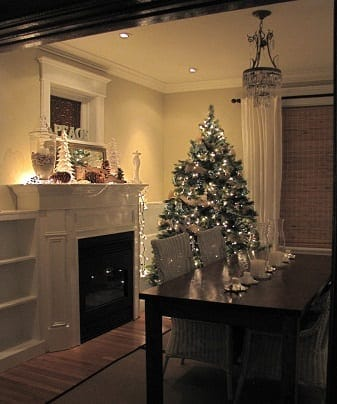 Cozy-Holiday-Dining-Room-by-Hardrock-Construction-1 25+ Beach Christmas Decorating Ideas