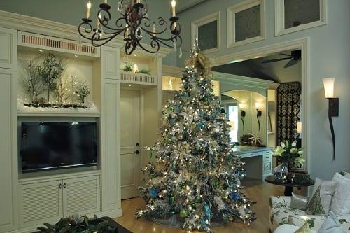 White-Flocked-Christmas-Tree-Decorating-Ideas-by-Robeson-Design 25+ Beach Christmas Decorating Ideas