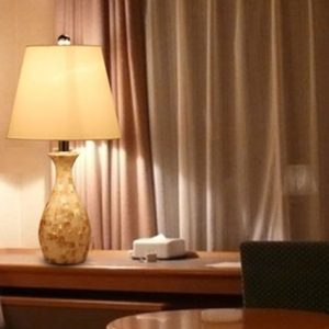 Elegant Designs LT1002 SHL Malibu Seashell Tiled Mosaic Look Curved Table Lamp With Chrome Accents 0 1 300x300