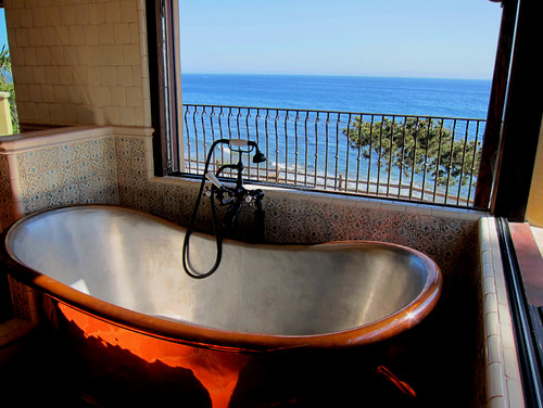 10-santa-barbara-oceanfront-bathtub 100+ Beach Bathroom Decorations