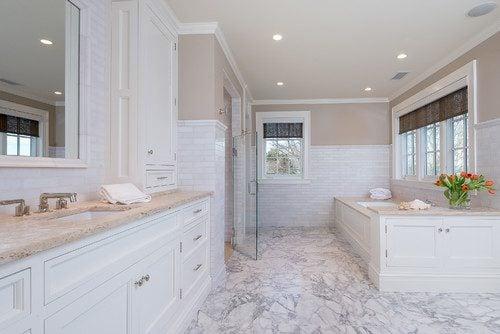 13-beach-bathroom-with-marble-flooring 100+ Best Beach Bathroom Decorations 2020