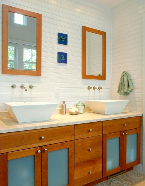 3-Modern-cottage-bathroom-with-beadboard-walls 50+ Beach Cottage Bathroom Ideas