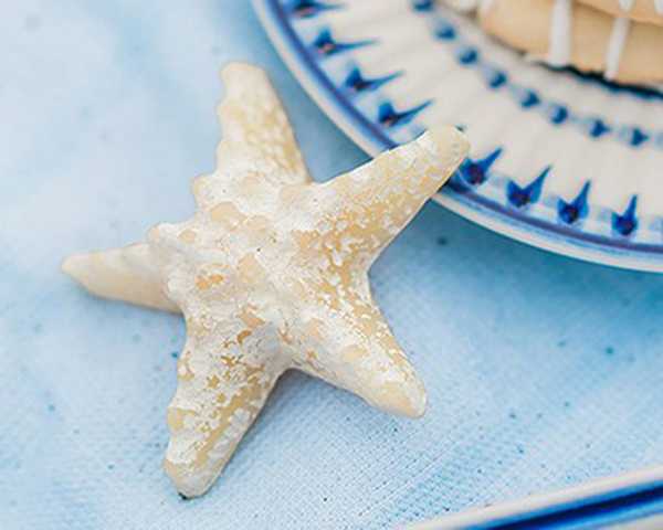 Minature-Starfish-Candle-Favor The Best Beach Wedding Favors You Can Buy