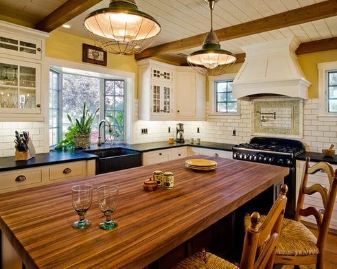 Hahka-Happy-Cottage-Kitchen-1-by-Dura-Supreme-Cabinetry 101 Beautiful Beach Cottage Kitchens