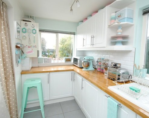 Lavender-Cottage-Kitchen-Torie-Jayne 101 Beautiful Beach Cottage Kitchens
