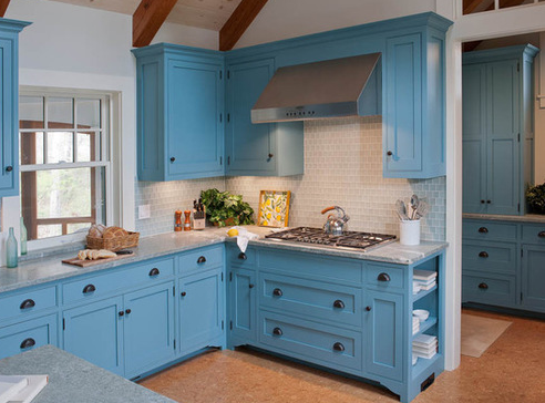 Marthas-Vineyard-Beach-Cottage-4-by-Elizabeth-Swartz-Interiors 101 Beautiful Beach Cottage Kitchens