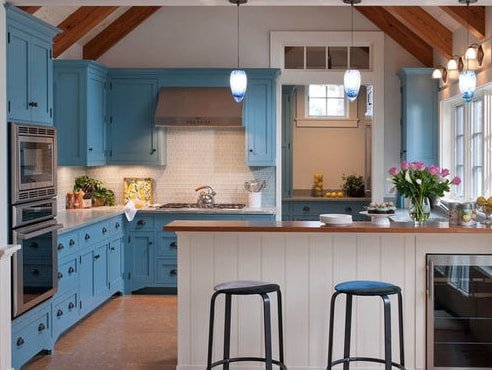 Marthas-Vineyard-Beach-Cottage-by-Elizabeth-Swartz-Interiors 101 Beautiful Beach Cottage Kitchens