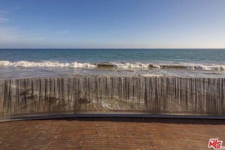 edward-nortons-malibu-beach-home-11 Step Inside Edward Norton's Malibu Beach Home