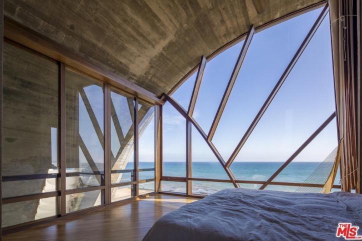 edward-nortons-malibu-beach-home-3 Step Inside Edward Norton's Malibu Beach Home