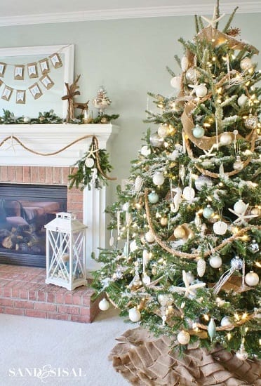 Beach-Themed-Christmas-Tree-by-Sand-Sisal 25+ Beach Christmas Tree Ideas
