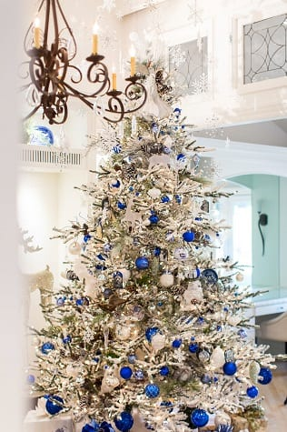 Christmas-2017-by-Robeson-Design 34 Beach Christmas Decorating Ideas For 2020