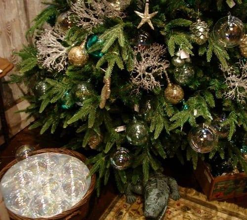 Coastal-Christmas-Decor-by-Iron-Accents 34 Beach Christmas Decorating Ideas