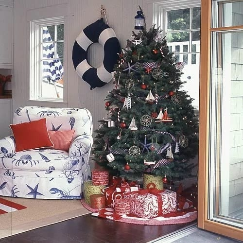 Red-White-and-Blue-Christmas-Photo-by-Roger-Davies 25+ Beach Christmas Tree Ideas