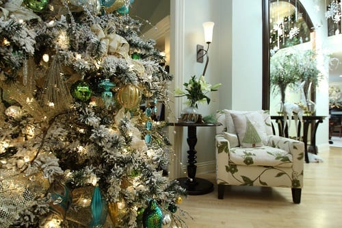 Transitional-Living-Room-Beach-Christmas-Decorations-2 25+ Beach Christmas Tree Ideas