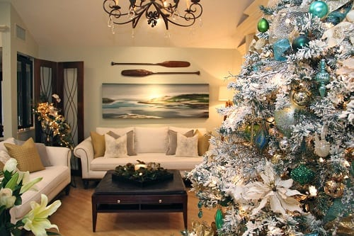 Transitional-Living-Room-Beach-Christmas-Decorations 25+ Beach Christmas Tree Ideas