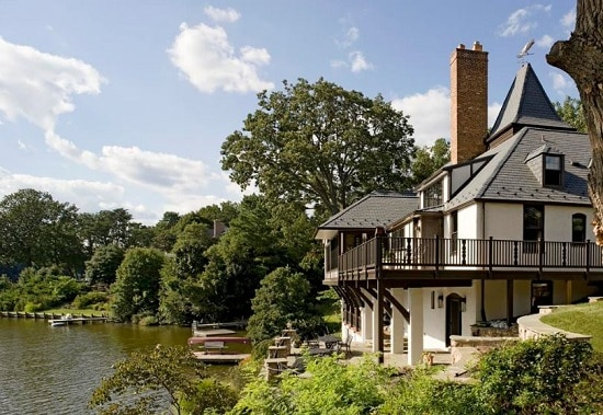 Waterfront-Exterior-by-Place-Architecture-Design 50+ Coastal Cottages We Love