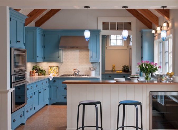 Marthas-Vineyard-Beach-Cottage-by-Elizabeth-Swartz-Interiors 65 Beach Themed Kitchen Ideas